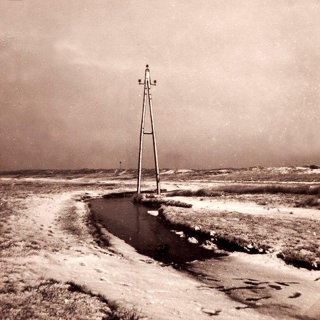 Strommast bei schnee